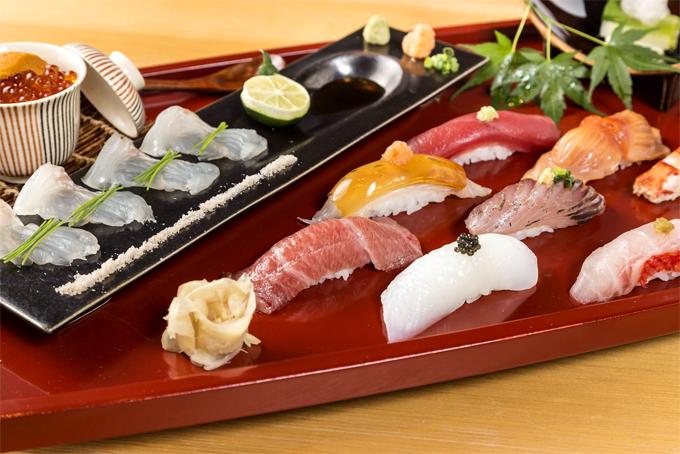 Đi Nhật nhất định phải ăn sushi.