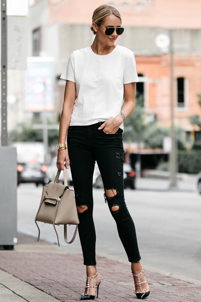 Đủ kiểu diện áo thun trắng không nhàm chán
