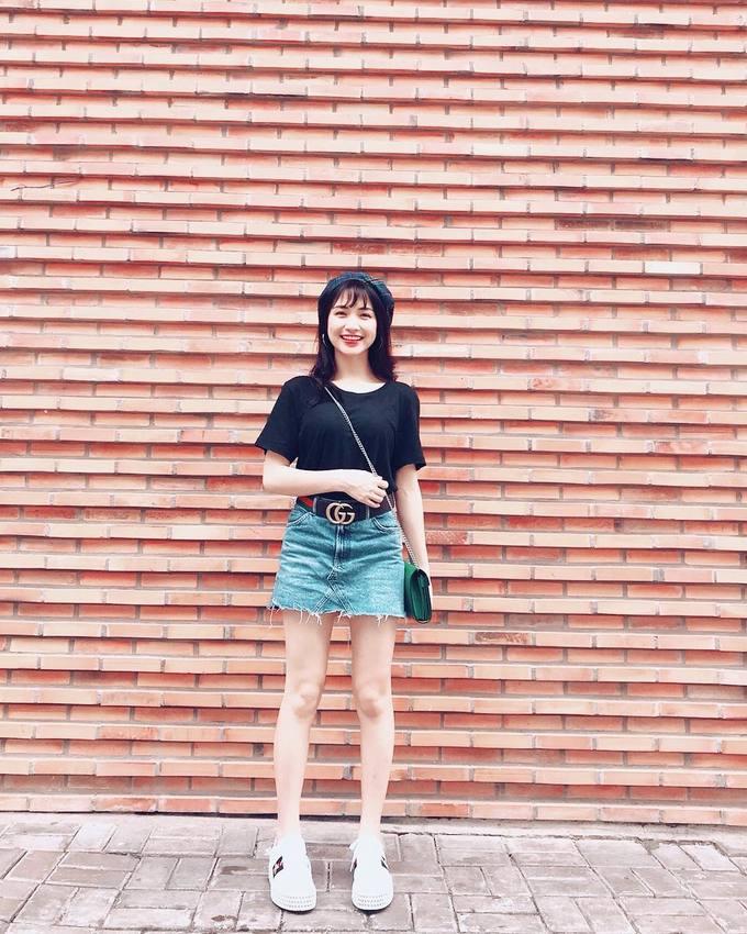\'Bắt chước\' cách diện chân váy ngắn hợp mốt từ sao Việt