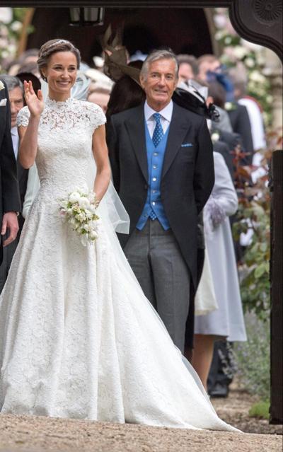Pippa Middeleton và bố chồng, ông David Matthews, trong đám cưới của cô mùa hènăm ngoái. Ảnh: PA