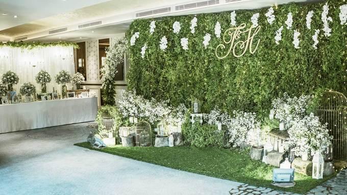 Tiệc cưới trắng muốt với hơn 1.500 bó hoa thạch thảo