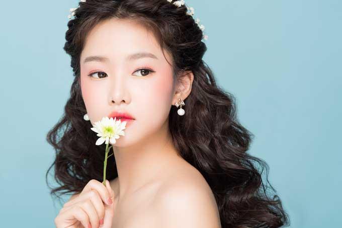 Bộ ảnh do photographer Luke Nguyễn, model Lan Phương và AssistantChang Bé hỗ trợ thực hiện.