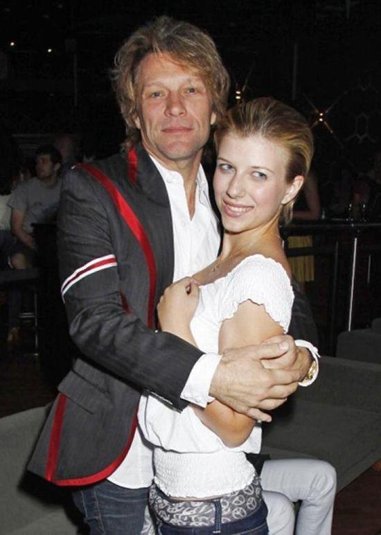 Stephanie - con gái sinh năm 1993 của rocker Jon Bon Jovi - bị sốc heroin vào năm 2012. Cô đã được đưa đi bệnh viện cấp cứu và hồi phục hoàn toàn.