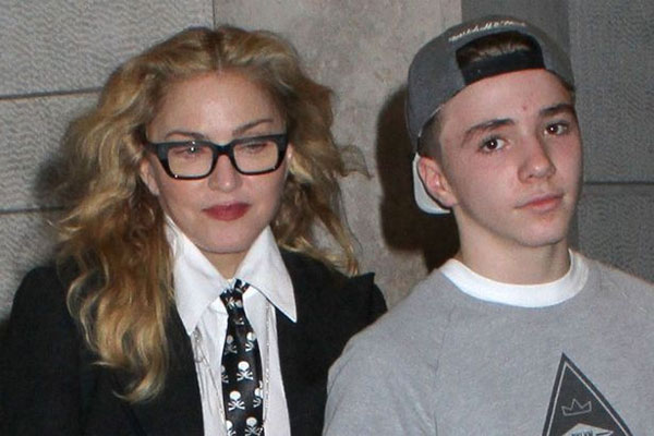 Tháng 9/2016, con trai 16 tuổi của Madonna là Rocco đã bị cảnh sát London đưa về đồn vì sử dụng và cất giữ cần sa trong người. Gia đình đã tới bảo lãnh tại ngoại cho Rocco nhưng cậu vẫn bị giám sát và phải tham gia các chương trình giáo dục để đảm bảo không tái phạm.Nữ hoàng nhạc pop vốn đau đầu với cậu con trai nổi loạn tuổi mới lớn. Vì không thích sự kìm kẹp nghiêm khắc của mẹ, Rocco đã bỏ nhà ở New York để tới London sống cùng bố - đạo diễn Guy Ritchie. Trước khi bị bắt giữ, Rocco từng được trông thấy ngồi dưới gầm cầu hút thuốc và uống rượu với nhóm bạn.