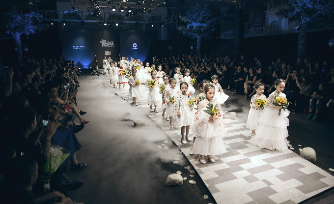 Sân khấu Vietnam Juniors Fashion Week mùa 3.