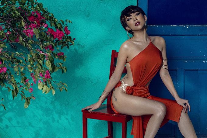 Tóc Tiên là một trong những ca sĩ theo đuổi hình ảnh sexy, nhưng đây là lần cô khiến người xem nghẹt thở nhất.