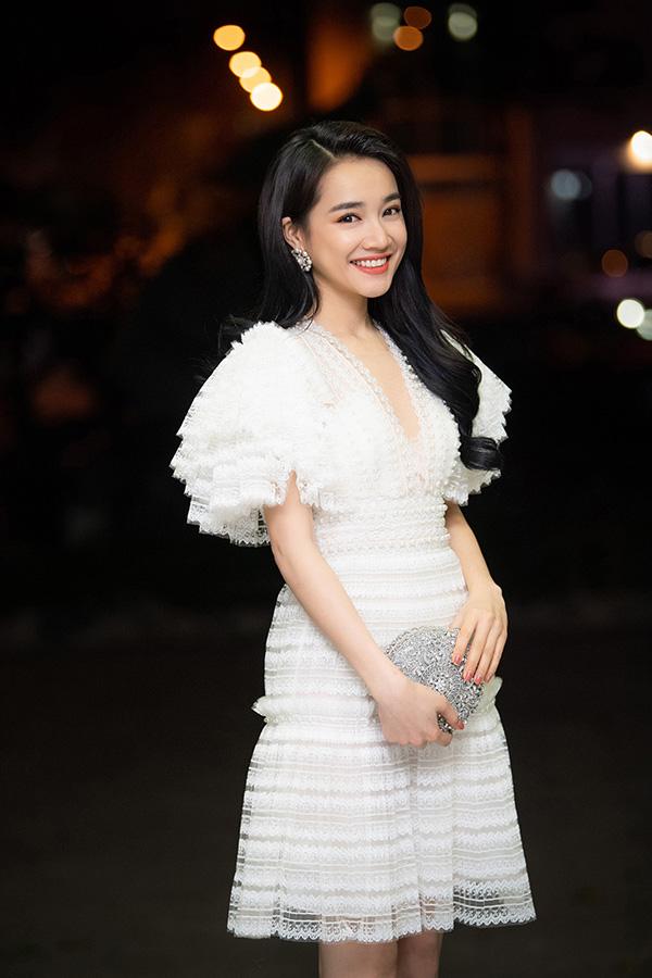 Nhã Phương có mặt tại Hà Nội, tối 8/4, để dự buổi lễ phát động cuộc thi làm phim ngắn.