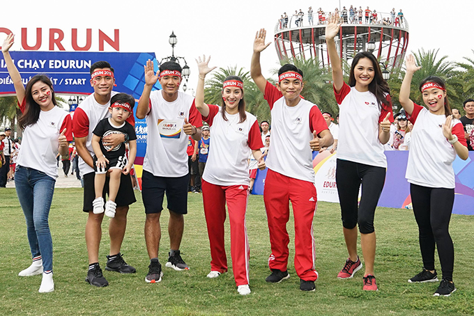 Sự kiện còn có ca sĩ Văn Mai Hương, cầu thủ Bùi Tiến Dụng, Hà Đức Chinh, Hoa hậu Hương Giang.