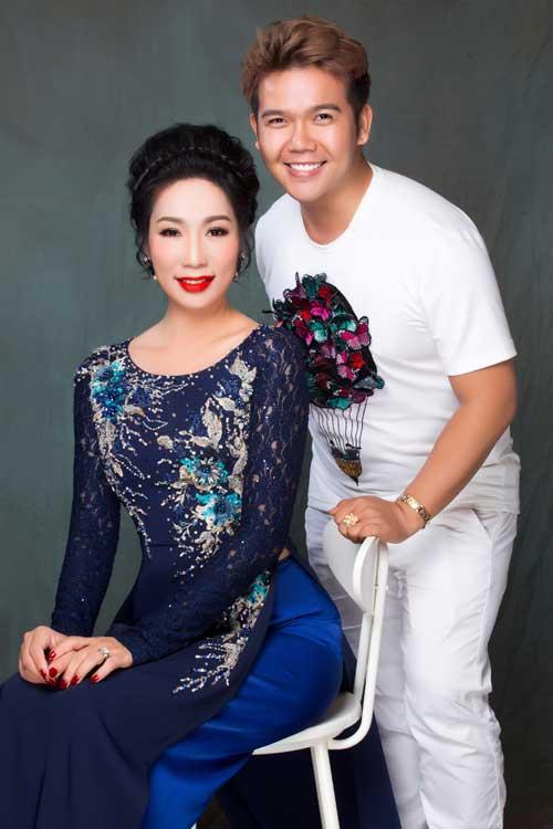 Những mẫu áo dài này do NTK Minh Châu thực hiện với sự hỗ trợ của photo Bảo Lê, trang điểm và làm tóc Tuyết Nhi.