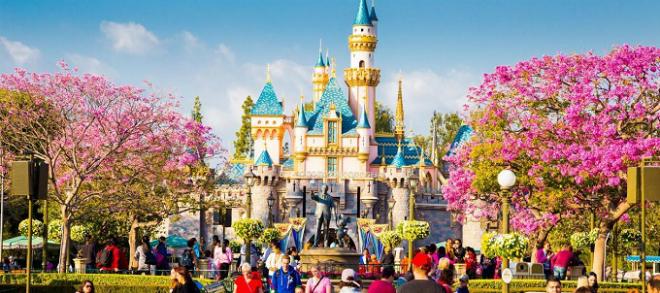 Công viên Disneyland ra đời là nơi để mọi người cảm thấy hạnh phúc. Ảnh: Disney.