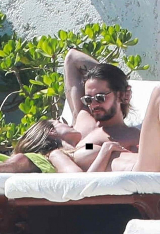 Tom Kaulitz năm nay 28 tuổi, kém Heidi 16 tuổi. Tuy nhiên tuổi tác dường như không phải là vấn đề khi siêu mẫu vẫn rất trẻ trung, nóng bỏng.