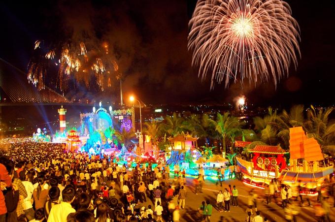 Carnaval Hạ Long thu hút du khách khắp mọi miền đất nước.