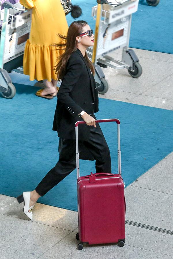Hoa hậu Hoàn vũ Việt Nam 2015 cho biết, thời điểm này côvô cùng bận rộn với lịch trình dàyđặc. Sau chuyến công tác cô sẽ tham gia hàng loạt sự kiện quảng cáo cho các nhãn hàng cũng như trở lại sàn diễn thời trang với vai trò đặc biệt.