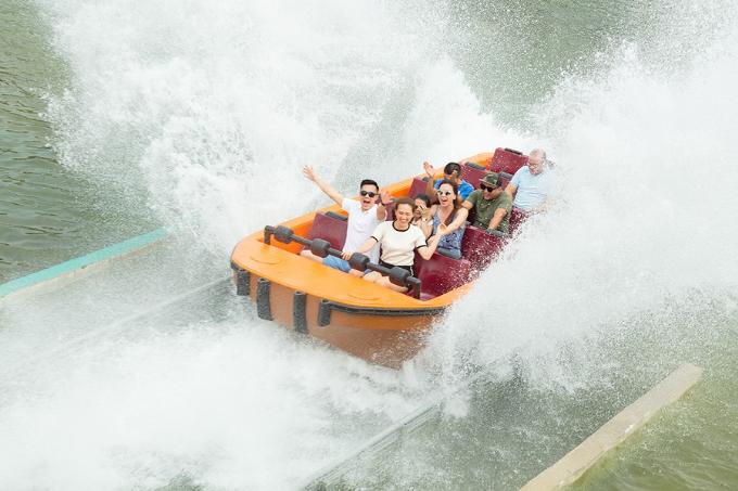 12 trò chơi dưới nước đẳng cấp ở Typhoon Water Park cũng thu hút nhiều du khách.