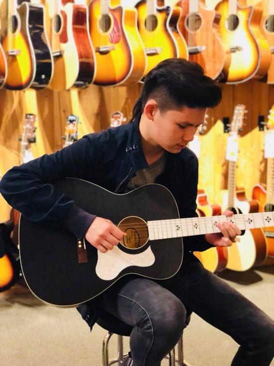 Beckam có niềm đam mê lớn với âm nhạc. Từ nhỏ cậu nhóc đã thích nhảy hiện đại và theo bốhọc nhạc cụ. Hiện tại, Beckam có thể chơi guitar và trống. Năm 2017, cậu đã thi đỗ vàotrường nghệ thuật Huntington Beach Academy for the Performing Art tại California. Thành tích này khiến Bằng Kiều và Trizzie rất tự hào.