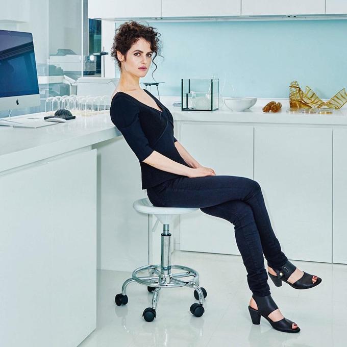 Neri Oxman trong phòng làm việc của cô tại Viện công nghệ Massachusetts.