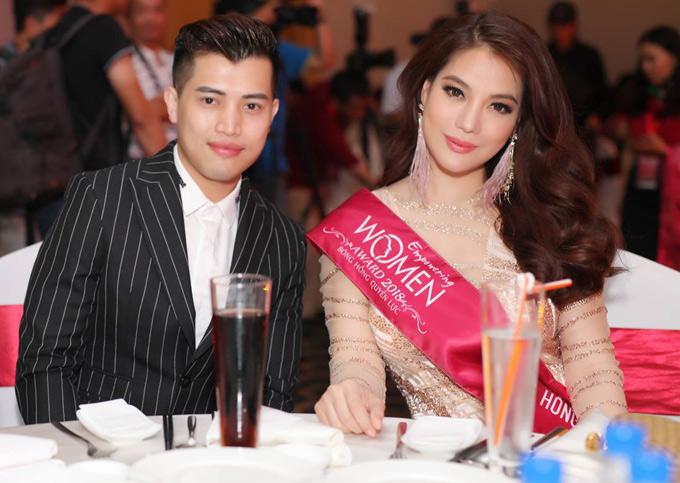 Nữ diễn viên được trao giải Bông hồng quyền lực dành cho những nữ doanh nhân thành đạt.
