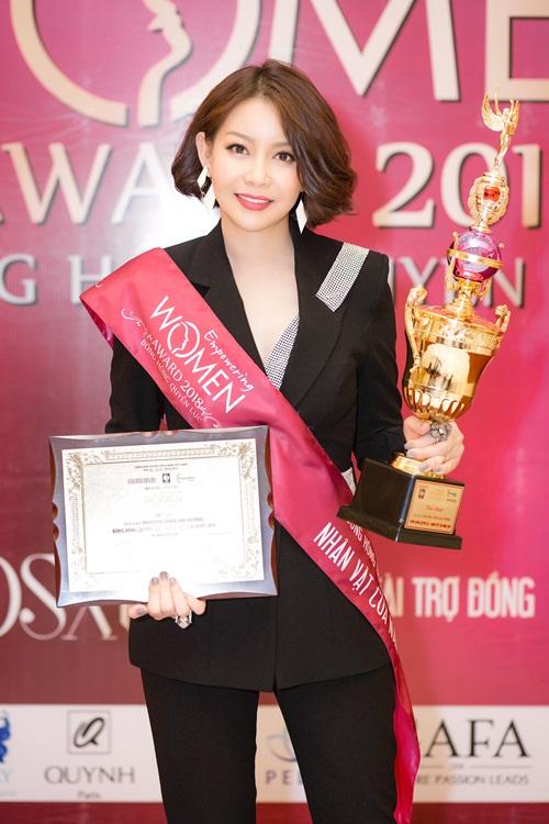 Nữ doanh nhân cho biết:Tôi rất vinh hạnh khi trở thành Nhân vật của năm tại Empowering Women Award 2018. Đây là chương trình ý nghĩa, tôn vinh những đóng góp của phụ nữ cho xã hội, cho nền kinh tế, truyền cảm hứng và ảnh hưởng tích cực đến phụ nữ Việt Nam.