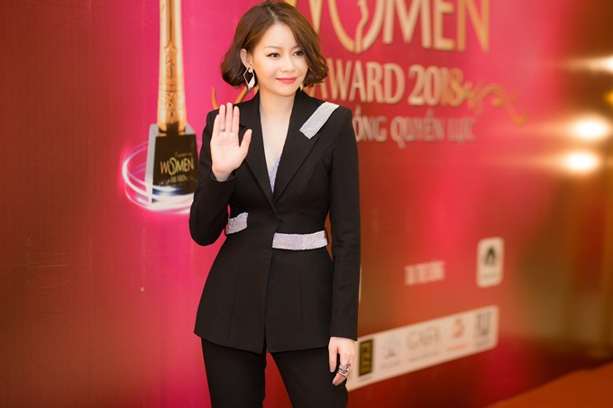 Trong năm qua, người đẹp gốc Nha Trang thành công khi mở trung tâm làm đẹp HD Korea Beauty, tích cực hỗ trợ các thí sinh Hoa hậu Hoàn vũ Việt Nam, đồng hành với Hoa hậu Hoàn vũ Hàn Quốc 2016 - Choi Se Hui - tại Miss Universe 2017. Cô còn giữ vai trò cầm cân nảy mực ở Miss Suprantional 2017 ở tại Ba Lan...