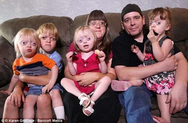 Bobbie có cuộc sống hạnh phúc bên chồng và các con dù các thành viên trong gia đình cô có ngoại hình không đẹp.