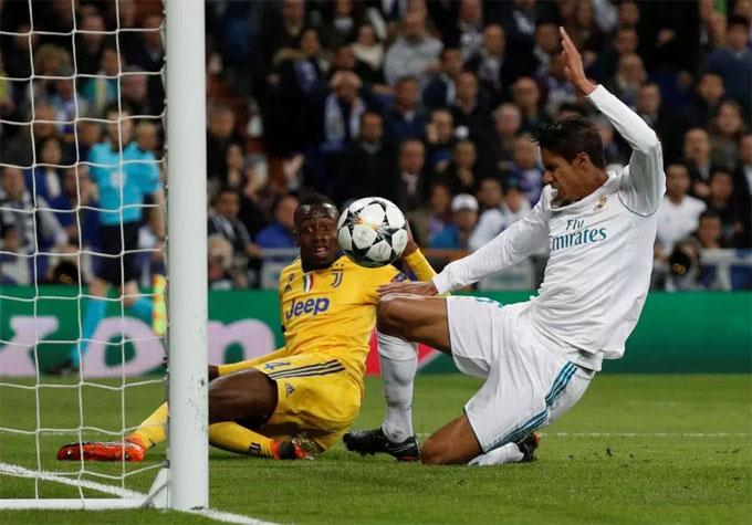 Thầy trò Zinedine Zidane thắng 3-0 ở lượt đi trên sân khách nhưng màu trắng phủ đầy sân Bernabeu không giúp họ lấn át Juventus.