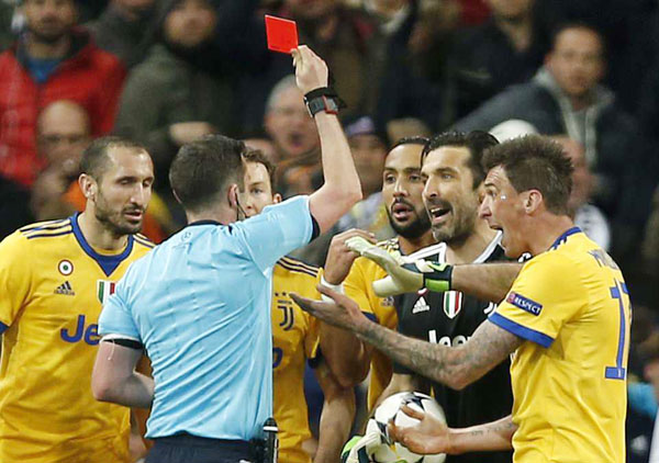 Buffon bị đuổi phút bù giờ, Juve gục ngã trước ngưỡng cửa thiên đường - 3