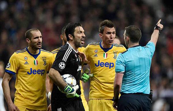 Buffon bị đuổi phút bù giờ, Juve gục ngã trước ngưỡng cửa thiên đường - 4