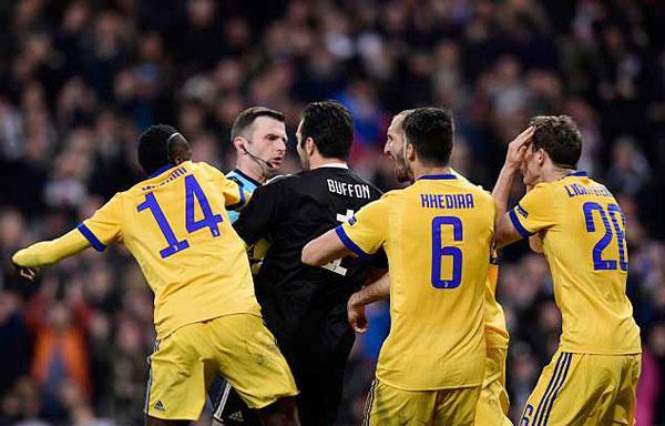 Buffon bị đuổi phút bù giờ, Juve gục ngã trước ngưỡng cửa thiên đường - 1