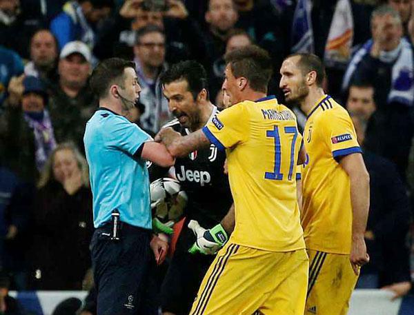 Buffon bị đuổi phút bù giờ, Juve gục ngã trước ngưỡng cửa thiên đường - 2