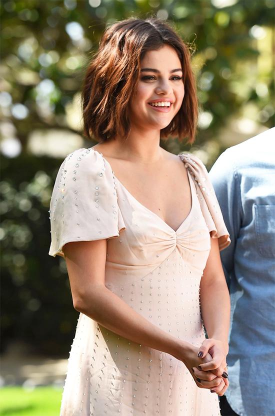 Selena Gomez rạng rỡ trong buổi chụp hình quảng bá phim Hotel Transylvania 3: Summer Vacation tại Los Angeles hôm 11/4.
