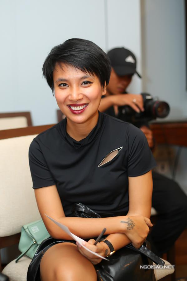 MC Thùy Minh trung thành với phong cách cá tính.
