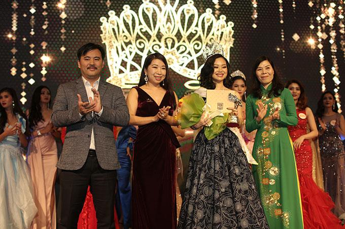 Phạm Thị Huyền Trang đăng quang Nữ hoàng ngành làm đẹp - ảnh 4