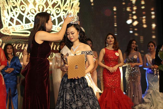 Phạm Thị Huyền Trăng đăng quang Nữ hoàng ngành làm đẹp - 2