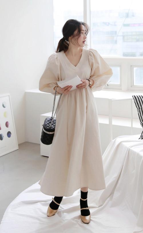 Trang phục tay phồng ảnh hưởng của phong cách cổ điển đang chiếm được cảm tình của phái đẹp, vì thế bạn đừng bỏ lỡ cơ hội thể hiện sự sành điệu của mình với xu hướng hot.