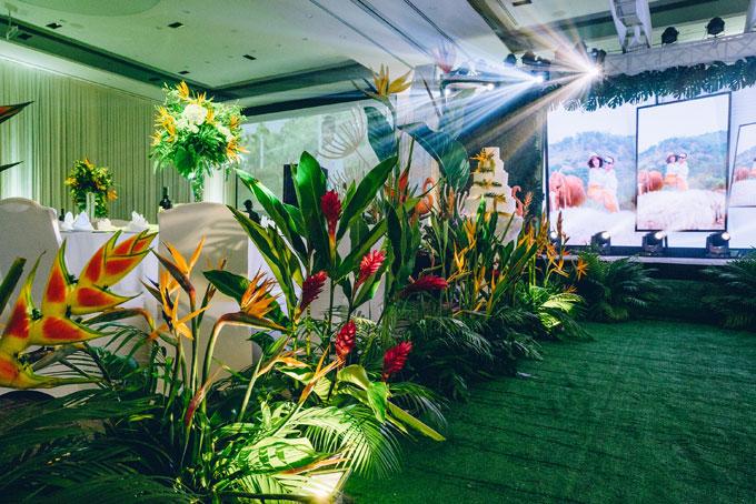 Tiệc cưới chủ đề Rừng nhiệt đới trong khách sạn 5 sao tại TP HCM - 3