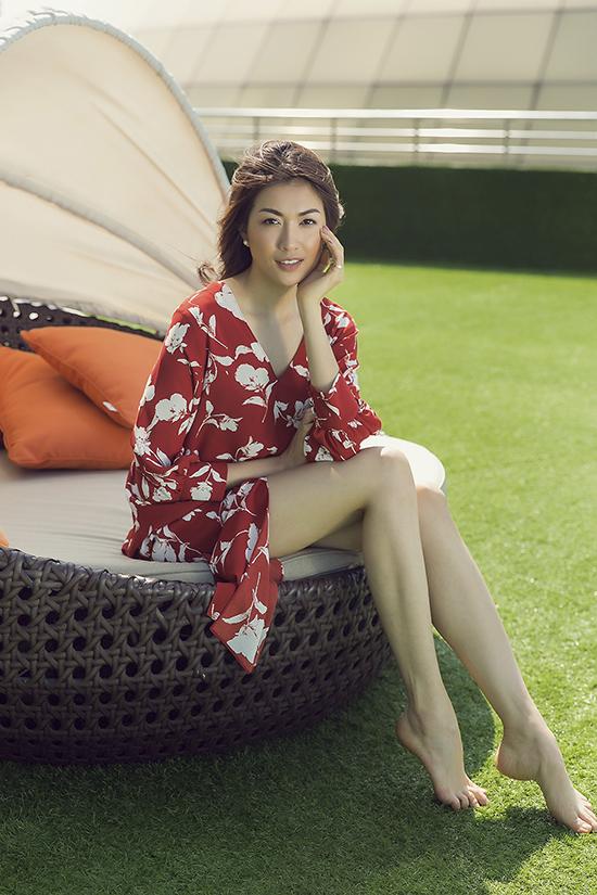 Để giúp phái đẹp có thêm nhiều lựa chọn trong việc mặc đẹp khi du lịch, Tú Ngô & Nguyễn Minh Phúc đã mang tới bộ sưu tập mùa hè với các kiểu váy maxi, jumpsuit và bikini hợp mốt.