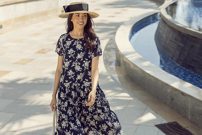 Bộ sưu tập khai thác nhiều mẫu váy phom dáng rộng trên nền chất liệu lụa, chiffon giúp phải đẹp giải phóng cơ thể một cách hiệu quả.