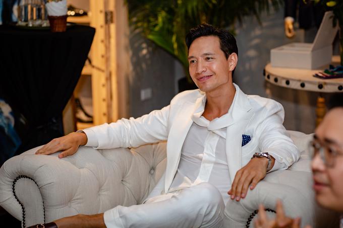 Nam diễn viên dành rất nhiều lời khen ngợi cho bạn gái Hồ Ngọc Hà và khẳng định, nữ ca sĩ rất phù hợp với anh.