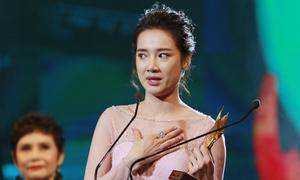 Nhã Phương khóc nghẹn khi đoạt giải 'Nữ diễn viên chính xuất sắc'