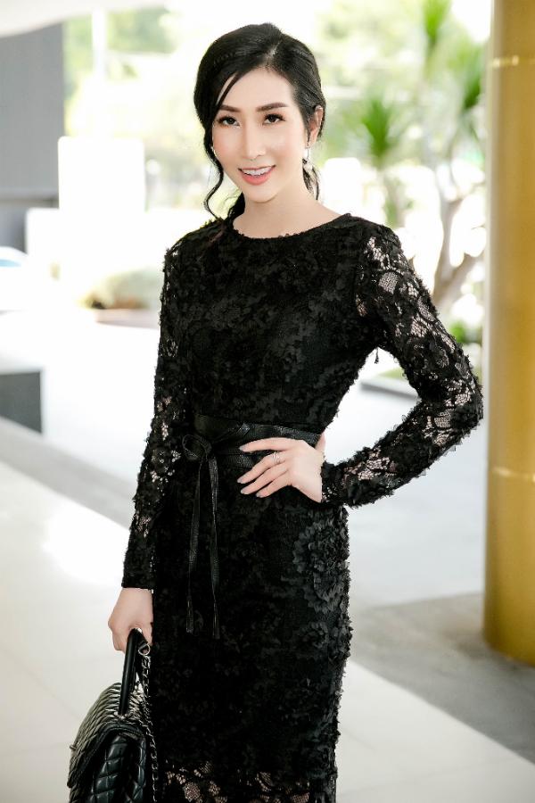 Hoa hau Dang Thanh Mai lan dau be con gai cung du su kien