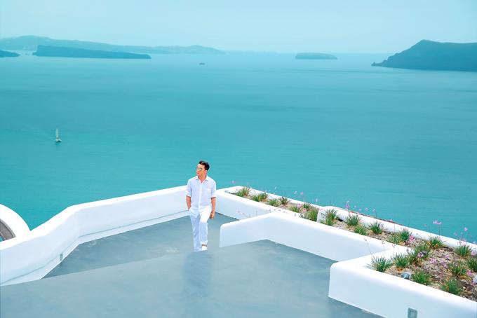 Mr. Đàm khám phá từng ngõ ngách Santorini để chụp ảnh bìa album mới - 4