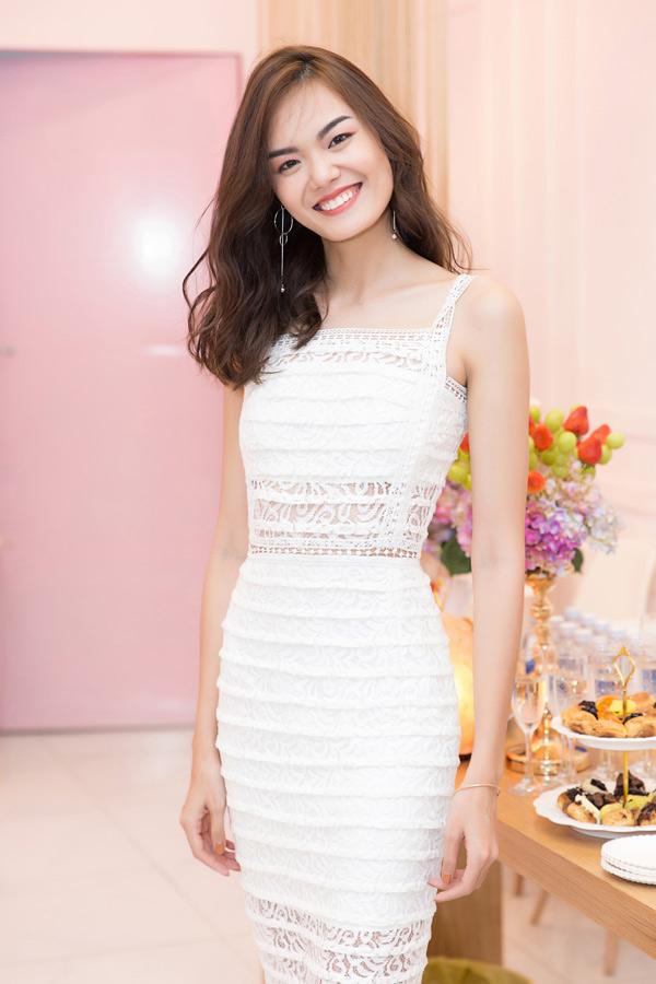 Người mẫu Lê Thanh Thảo tới chung vui với cô bạn thân.