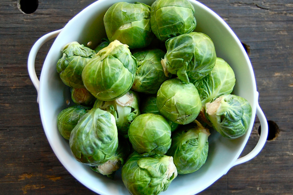 100 g cải brussels cung cấp 85 mg vitamin C cùng rất nhiềuvitamin K, sắt, folate, kali và phốt pho.