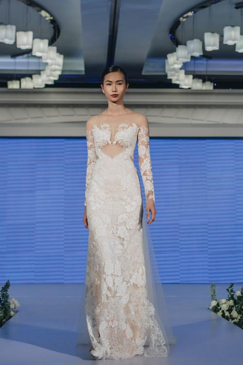 Váy cưới của Trương Thanh Hải không chú trọng vào phom dáng đồ sộ, mà ngược lại, anh hướng tới sự đơn giản nhưng phá cách;nét cổ điển hòa quyện với sự thanh lịch của thời đại. Những giao thoa đó là đặc trưng trong phong cách thiết kế của Trương Thanh Hải.