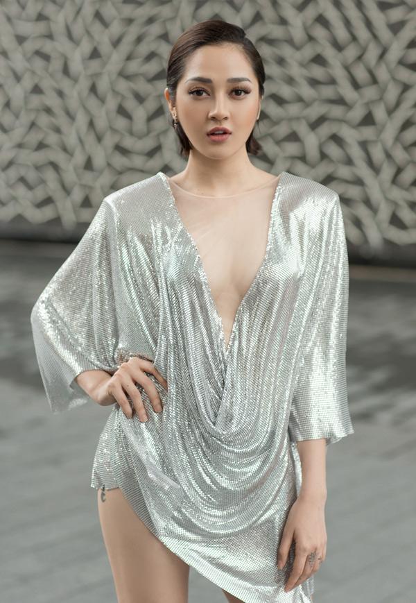 Bảo Anh mặc sexy đi gặp gỡ tài tử Doctor Strange - 3