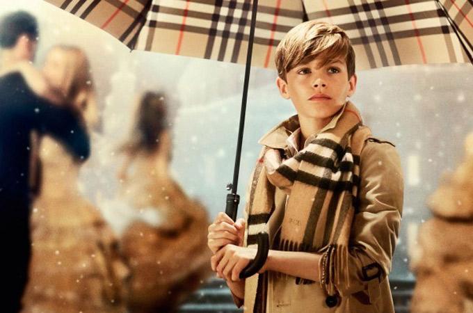 Áo khoác Trench Coat là sản phẩm lấy ý tưởng từ áo mưa củaBurberry - Ảnh:Therichest