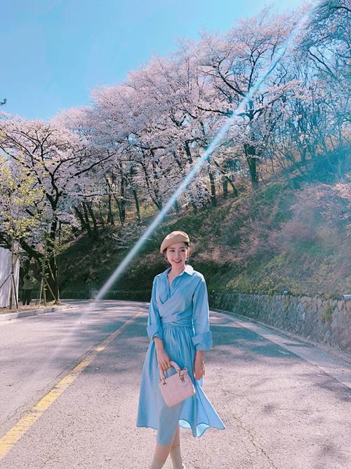Theo chân Chi Pu ngắm con đường hoa anh đào đẹp ngất ngây ở Seoul - 1