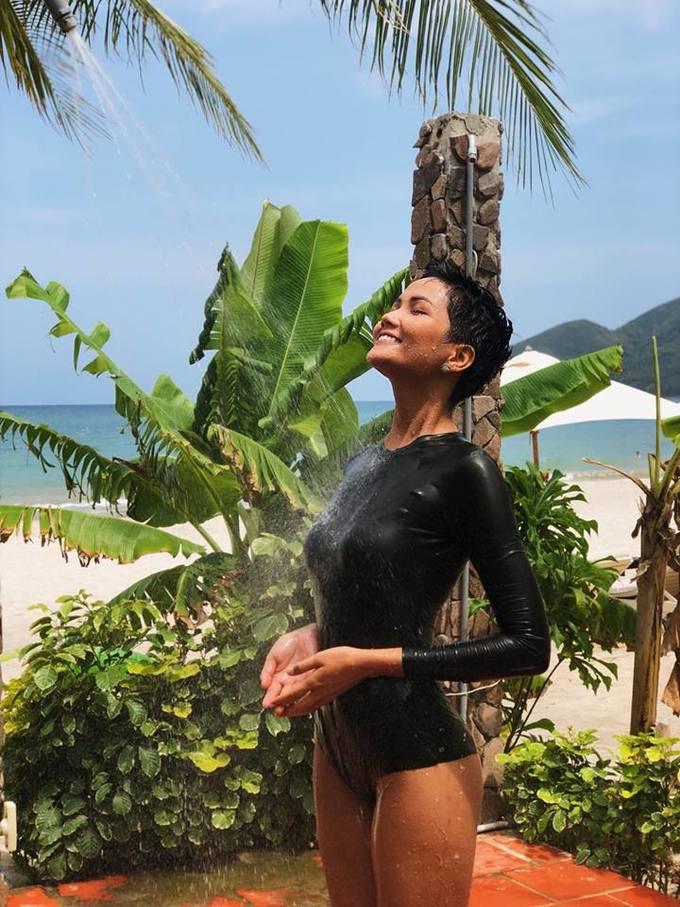 Sao Việt khoe dáng đầu hè với đồ bơi quyến rũ