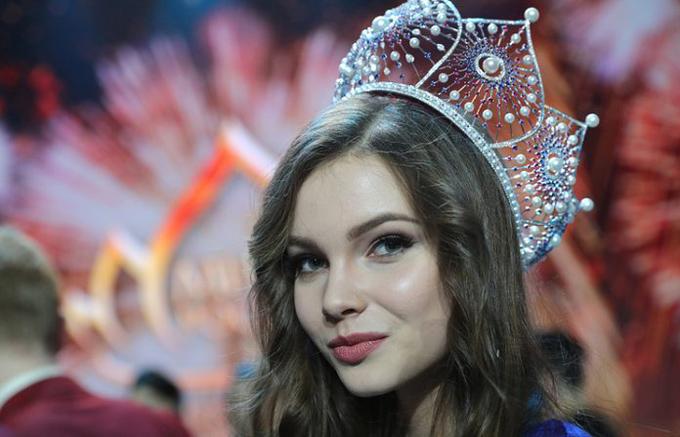 Yulia Polyachikhina cuốn hút với vẻ đẹp ngọt ngào, tươi trẻ.