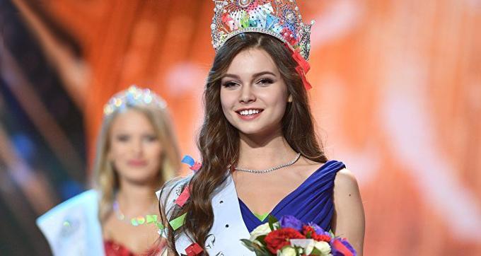 Người đẹp Yulia Polyachikhina đã vượt qua 49 thí sinh khác để giành vương miện Hoa hậu Nga 2018 trong đêm chung kết diễn ra tại Moscow, tối 14/4.
